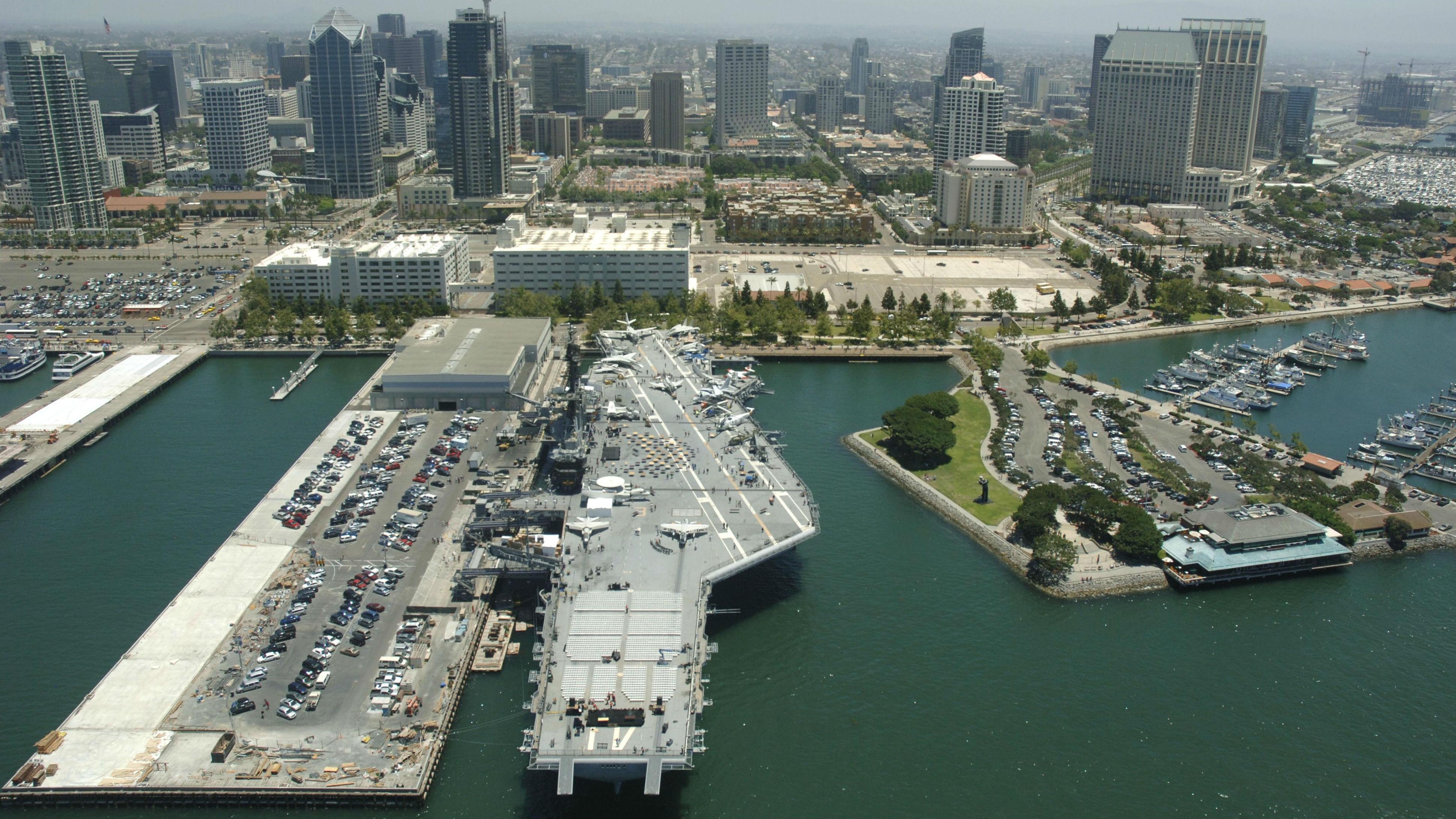 USS-Midway-San-Diego-Skyline